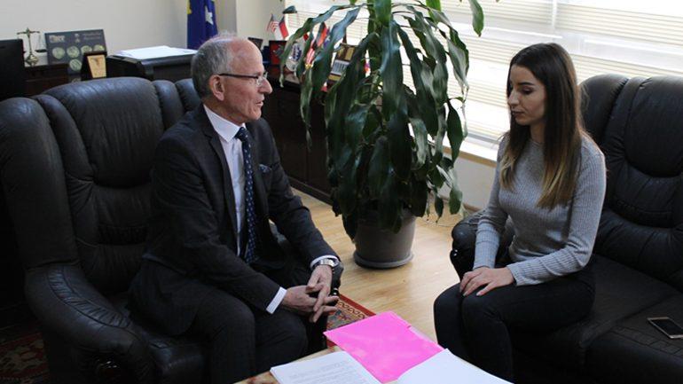 Kryetari i Gjykatës pret në takim deputeten e Kuvendit të të Rinjve të Kosovës