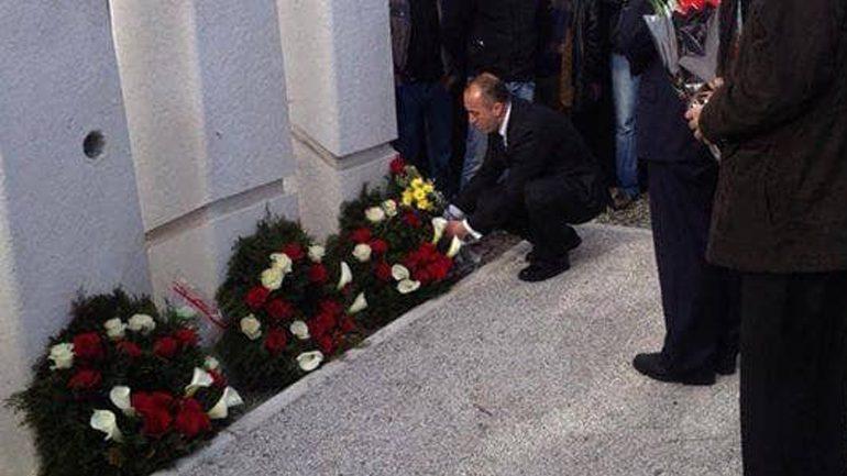 Kryeministri Haradinaj përkujton vëllezërit Gërvalla dhe Kadri Zeka