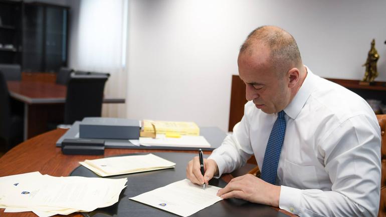 "Rusi Mikhail Krasnoshchenkov, shpallet person 'Non Grata"", ai duhet ta lëshojë Kosovën"