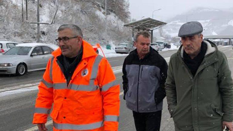 Kadriu: Për shkak të reshjeve të pandërprera të borës qarkullimi nuk është edhe pa vështirësi