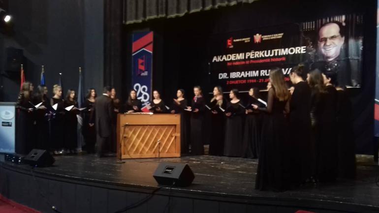 """""""Siparantum"""" nga Peja dhe pianistja Genita Hoxha nga Shqipëria nderojnë """"Flakën e Janarit 2019"""""""