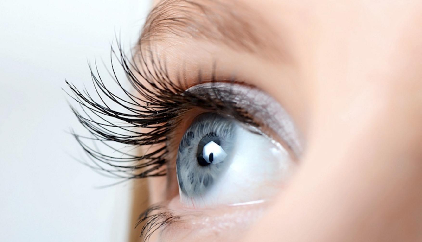 Veprime që dëmtojnë sytë tuaj, largoni këto shprehi