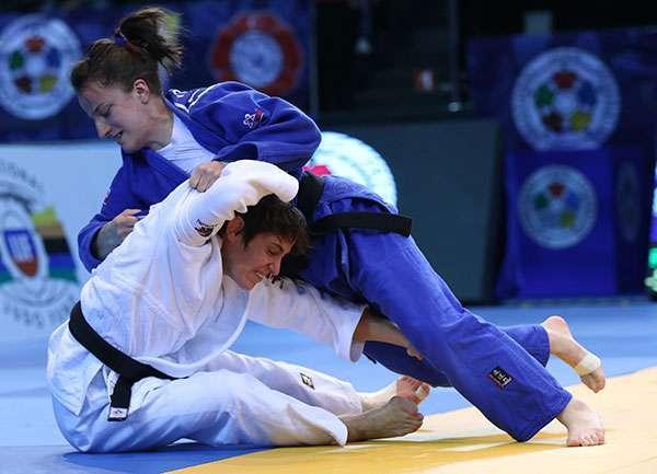 Distria Krasniqi fiton medaljen e argjentë në Grand Prix