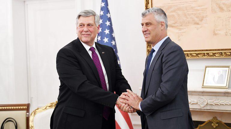 Thaçi dhe Kosnett pajtohen që të largohen pengesat për vazhdimin e dialogut me Serbinë