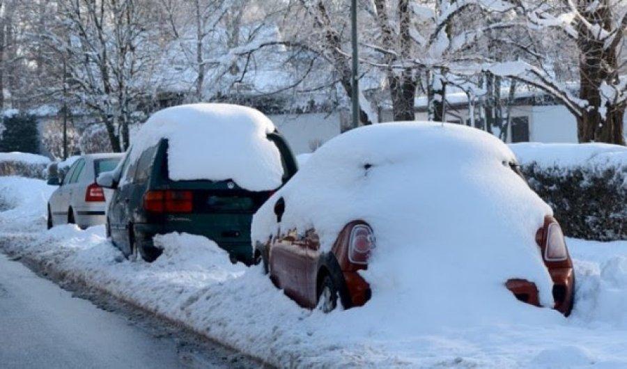 Mos i lini në veturë këto gjëra gjatë dimrit