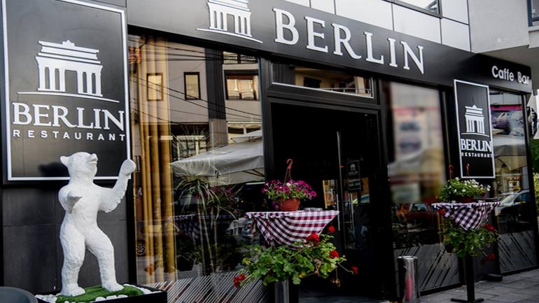 """Mbrëmje muzikore në Restaurant """"Berlin"""", ju argëtojnë Bashkim Kërqeli, Osman Shehu dhe Arbër Maliqi"""