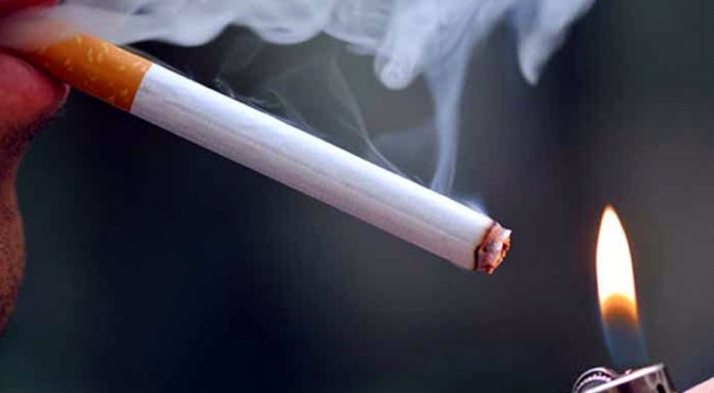 Pirja e duhanit dëmton sytë, tymi i dëmshëm