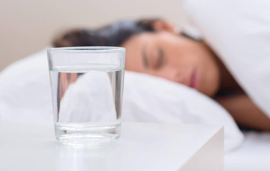 Krijoni shprehi, një gotë ujë para gjumit