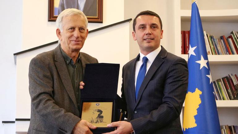 """Çmimi Kombëtar Letrar për Vepër Jetësore """"Azem Shkreli"""" i ndahet Ibrahim Kadriut"""
