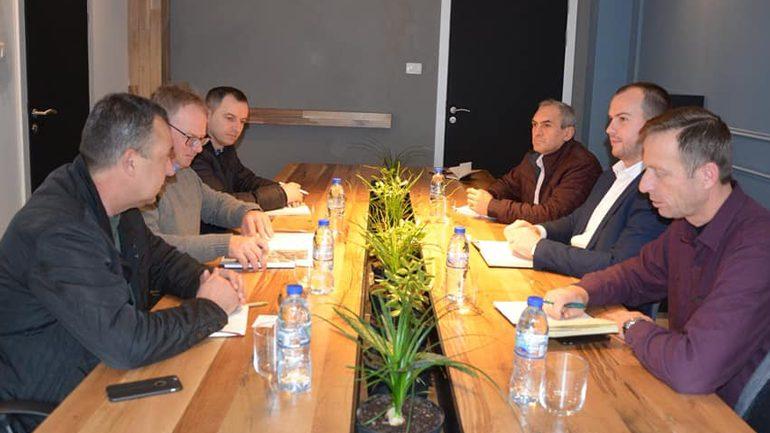Diskutojnë për mundësitë e ndërtimit të një impianti që shfrytëzon biomasën drusore për sistem të ngrohjes