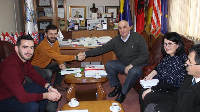 """20 shkolla të komunës së Vitisë përfituese të projektit ambiental të """"Let's do it Kosova"""""""