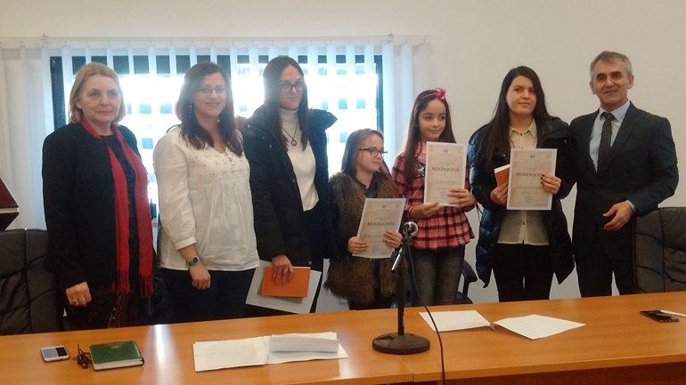 Elina Hajrullahu, Tuana Ajvazaj, Valdete Salihu dhe Haqife Rahimaj shpallen lexuesit e vitit në Bibliotekën e Gjilanit
