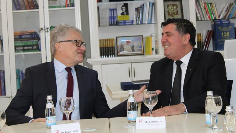 Haziri pret kryetarin e Linzit të Austrisë, diskutojnë për shkëmbim përvojash mes dy komunave
