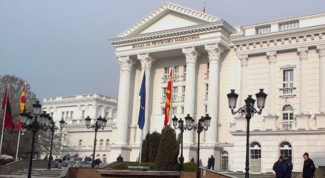 Fillon largimi i mbishkrimeve me emrin Maqedonia