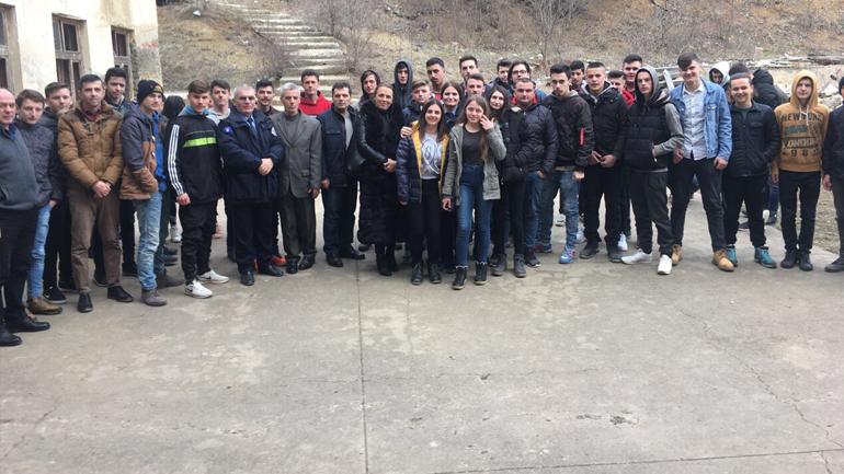 Policia me ligjërata vetëdijësuese për nxënësit e Zhegrës