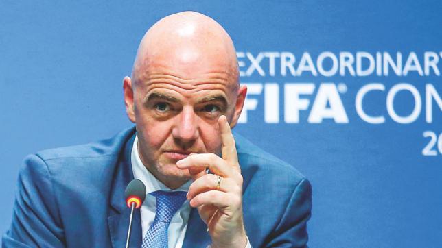 Presidenti i FIFA-së këshillon: Meshkujt duhet të mësojnë nga femrat se si luhet futbolli