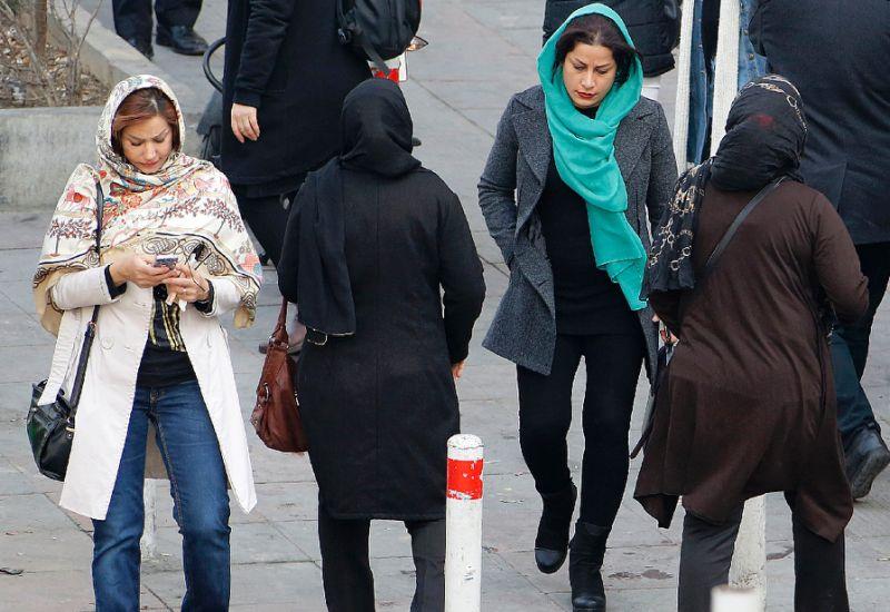 Policia e 'moralit' në Iran abuzon me gratë, shkak kodi i veshjes