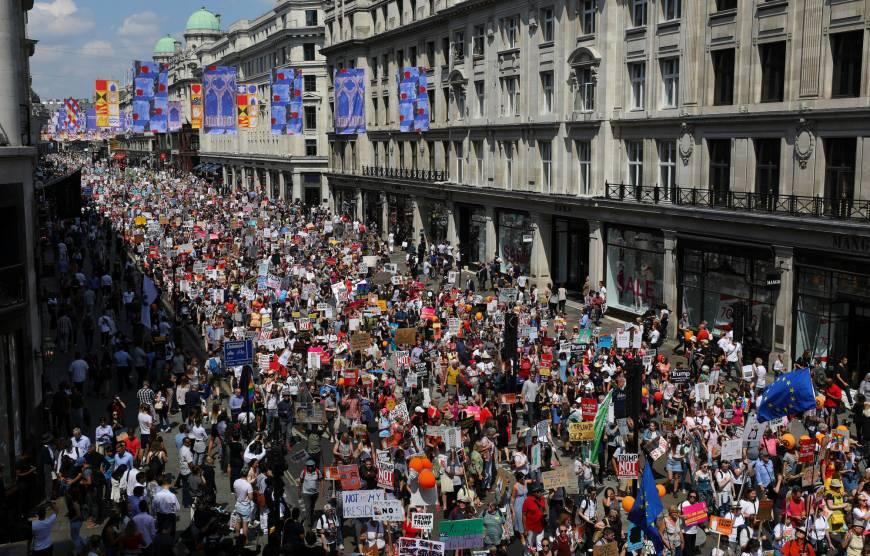 Protesta masive në Londër, rreth 1 milionë njerëz kërkojnë referendum për Brexitin