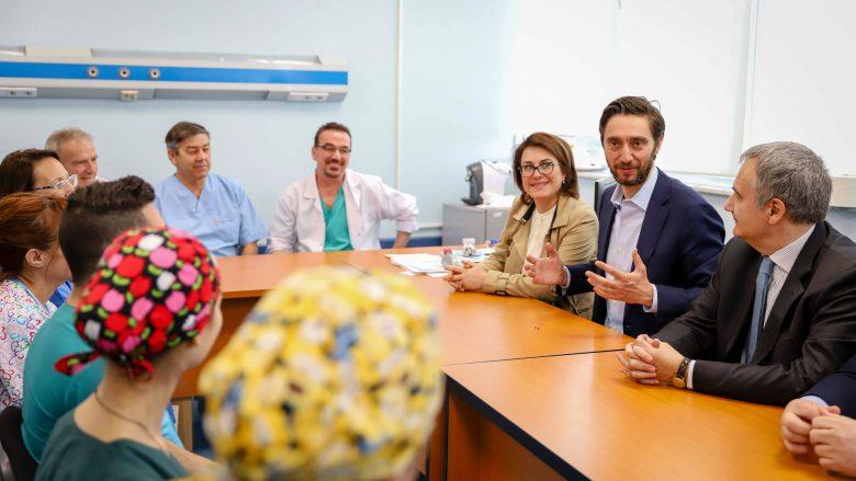 Ministri Ismaili falënderues ndaj mjekëve italian në QKUK