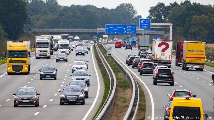 'Inagurohet' 1 metër autostradë në Rumani!