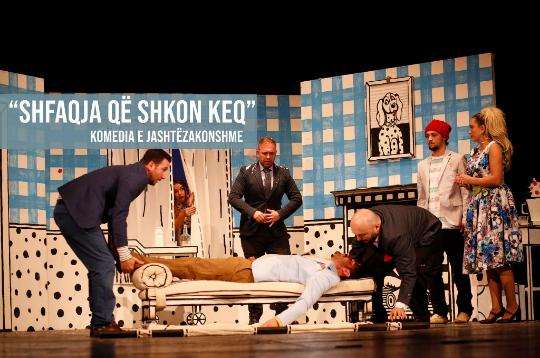 """Në Teatrin e Gjilanit rikthehet komedia """"Shfaqja që shkon keq"""""""