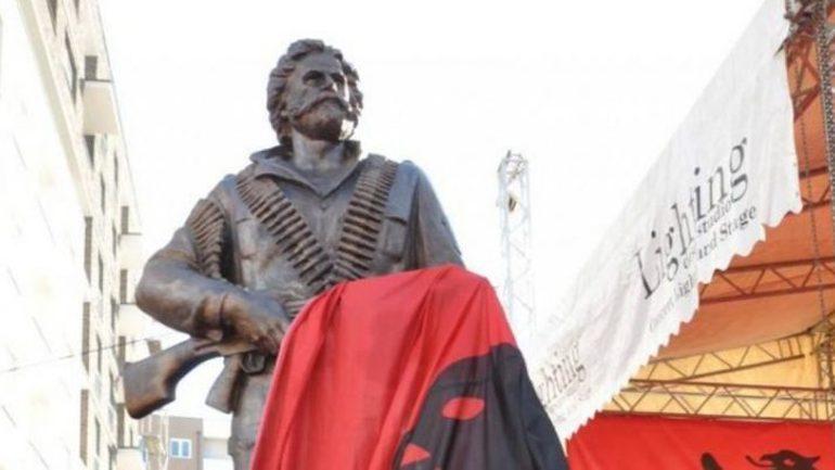 Vendoseni shtatoren e Adem Jasharit në Prishtinë o qyqarë!