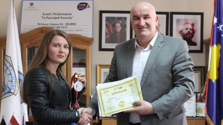Kryetari Haliti pret në takim boksieren vitiase, Djellza Ahmeti