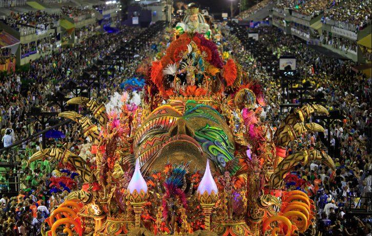 Spektakël dhe ngjyra në Rio de Zhaniero, karnavalet më masive në botë