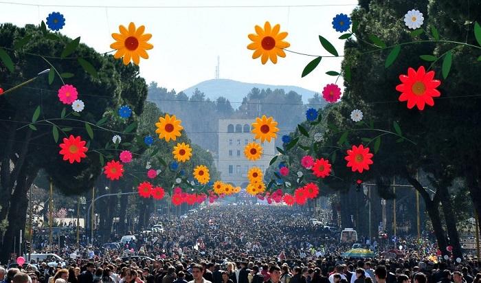 Në Shqipëri shënohet Dita e Verës, kjo është historia e kësaj feste