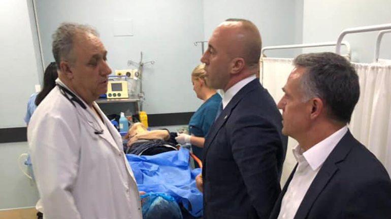 Kryeministri Haradinaj viziton të lënduarit nga aksidenti në Gjilan