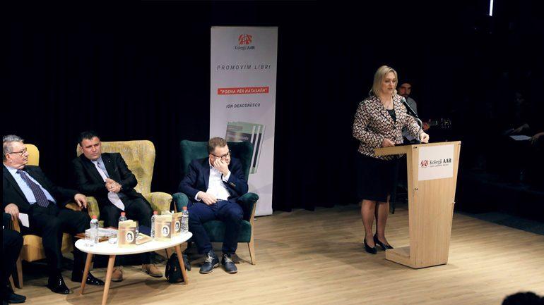 """Zëvendësministrja Morina-Bunjaku merr pjesë në promovimin e librit """"Poema për Natashën"""" e Ion Deaconescu"""