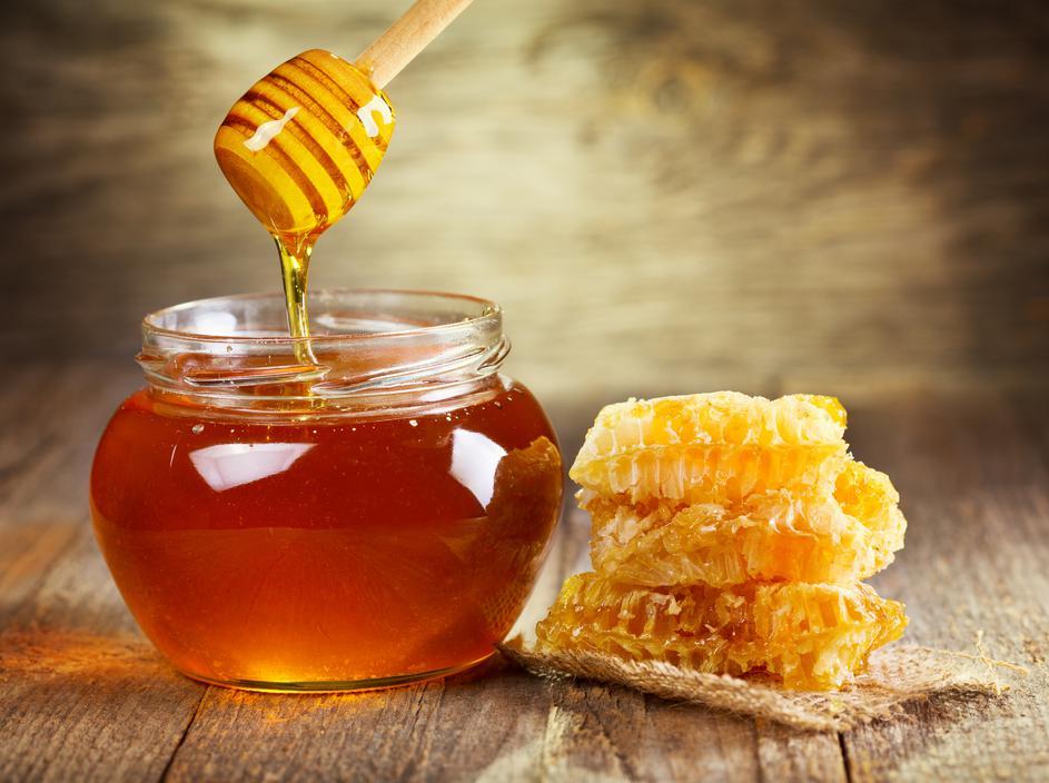 Vetitë magjike të mjaltit