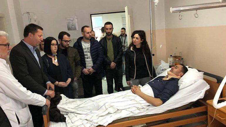 Deputeti Pajaziti viziton të lënduarit nga aksidenti i djeshëm