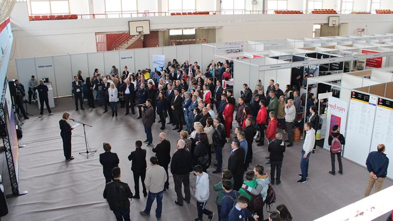 Në Gjilan hapet Panairi i Punës, 40 kompani ofrojnë 500 vende pune