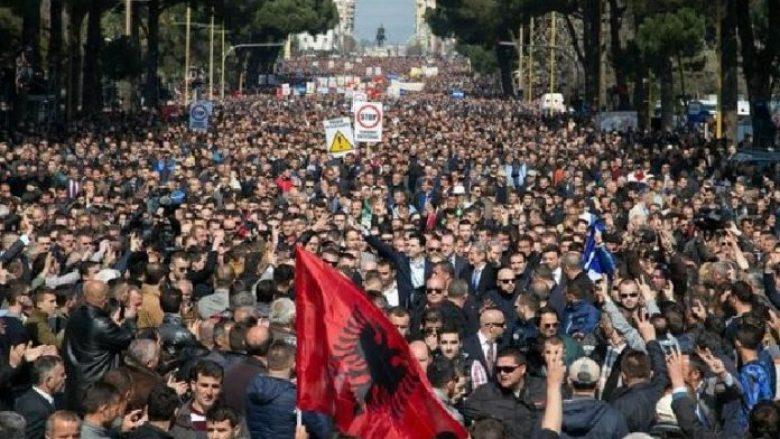 Protesta në Shqipëri, mijëra qytetarë kërkojnë largimin e Edi Ramës