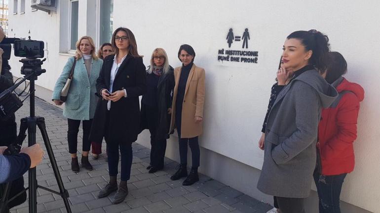 Vetëvendosje me aksion simbolik shprehë shqetësimin për mosbarazi gjinore