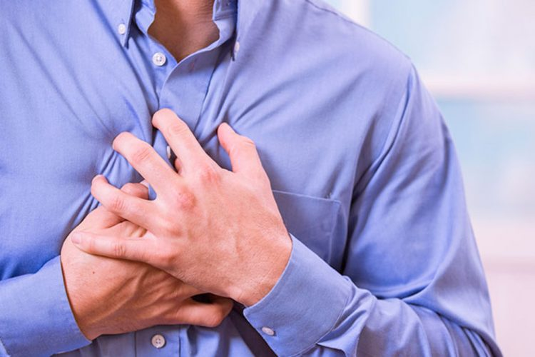 Si të dalloni sulmin e panikut nga sulmi në zemër, ky është dallimi