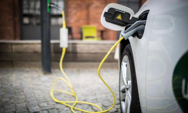 Gjermania shton pikat për mbushjen e automjeteve elektrike