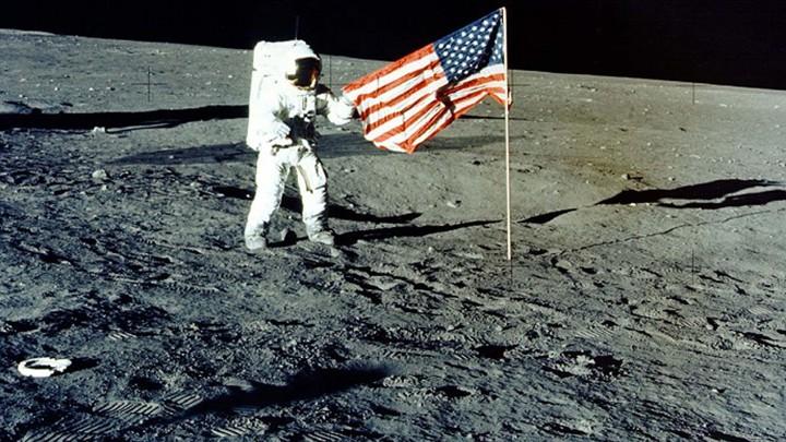 NASA dë të dërgoj njerëzit në Mars, por së pari në Hënë