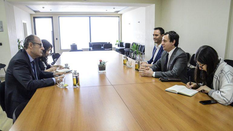 Kurti takon ambasadorin e Turqisë në Kosovë, Çagri Sakar