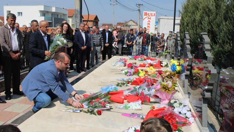 Gjilani nderon martirët e Lladovës në 20-vjetorin e masakrës
