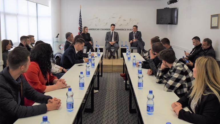 Studentët nga Universiteti i Evropës Juglindore vizitojnë Odën Amerikane
