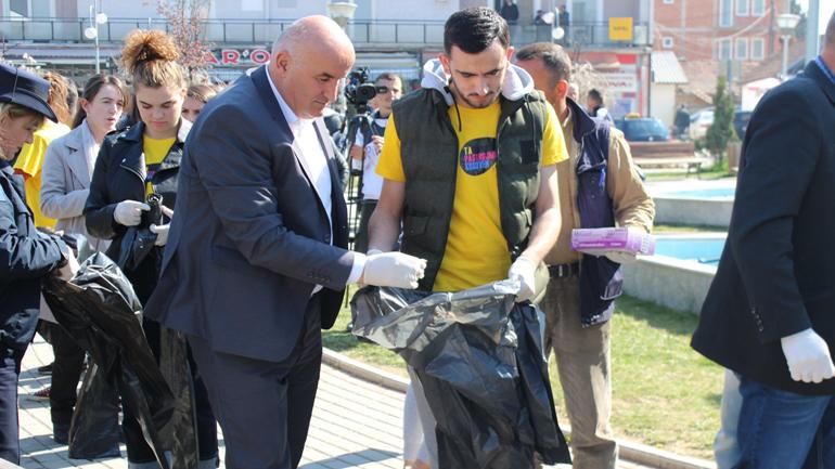 Vitia nisi aksionin e pastrimit, u bëhet thirrje qytetarëve që ta mbajnë ambientin e pastër