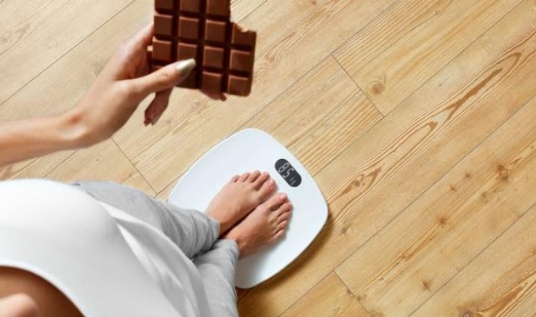 Jo vetëm yndyra, sheqeri shkaktari kryesor i mbipeshës