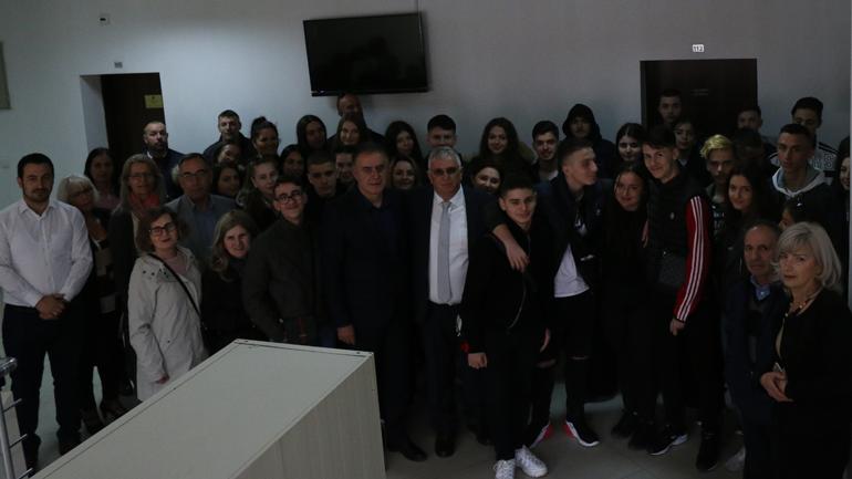 Grupi i nxënësve shqiptarë nga Suedia vizitoi MDIS-in