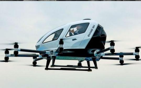Po avancon trafiku urban, taksi-dron i parë në botë