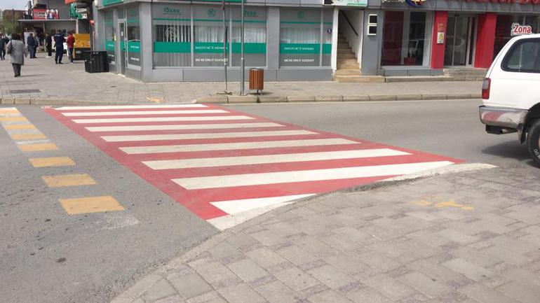 Komuna e Vitisë vazhdon me vendosjen e sinjalistikës horizontale
