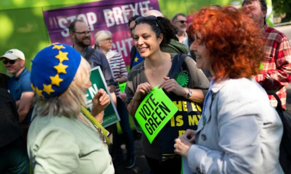 Befasojnë britanikët, ndëshkojnë partitë kryesore në zgjedhjet evropiane