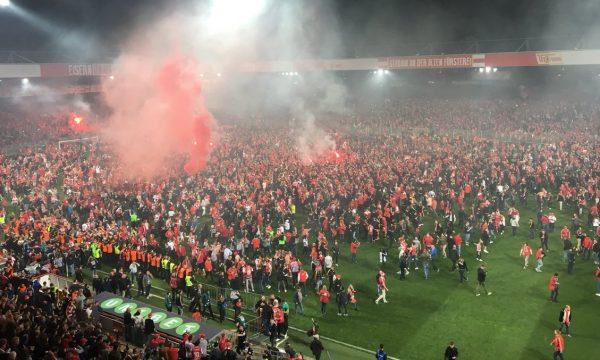 Union Berlin për herë të parë në Bundesligë, tifozët pushtojnë fushën