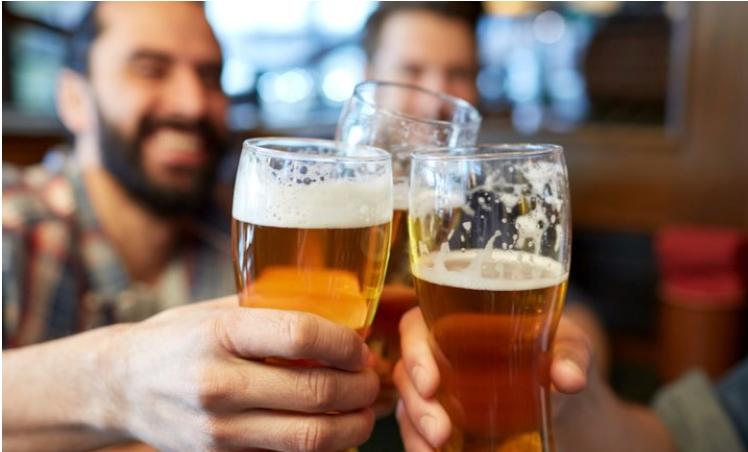 Studim i ri, personat që konsumojnë alkoolin janë më të mençur!